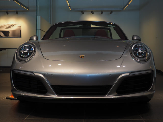 New 2018 Porsche 911 Carrera 4